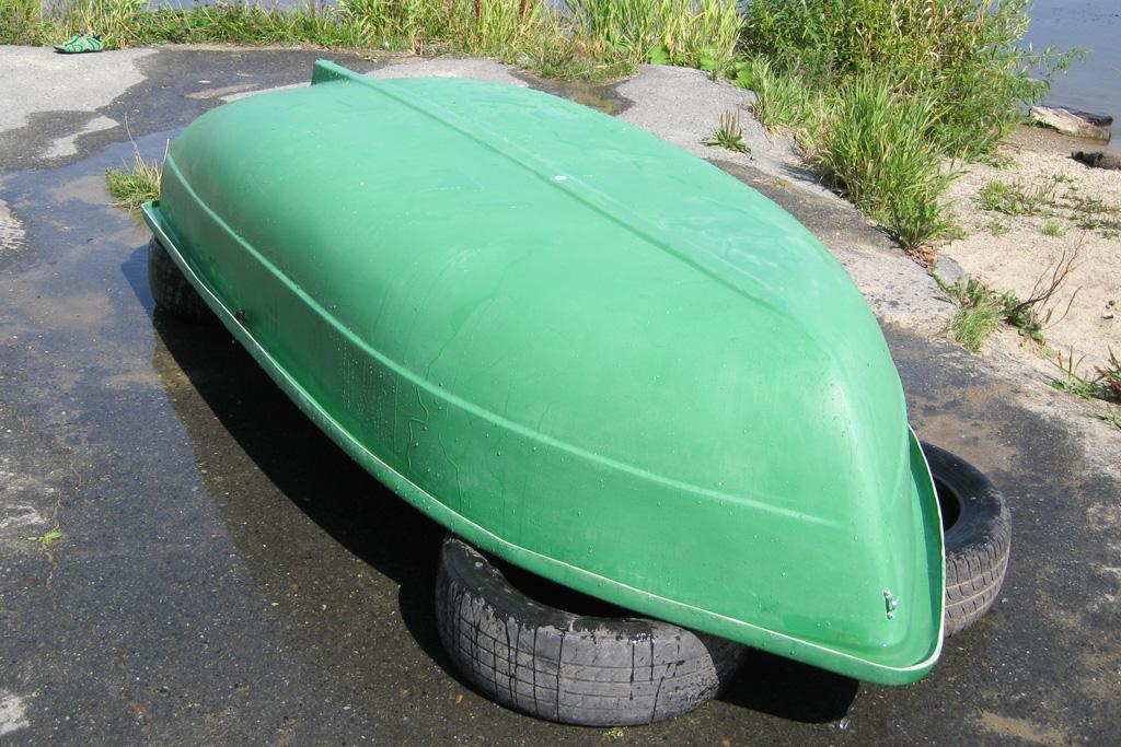 куплю пластиковую двухместную лодку